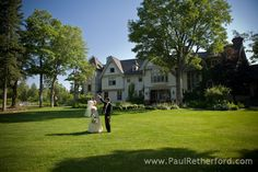 the inn at stonecliffe wedding photo mackinac island michigan by http://www.paulretherford.com