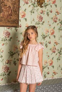 Best Dress For Kids Wedding Ideas ~ Magazzine Fashion Little Girl Models, Cute Little Girls Outfits, Cute Girl Dresses, Kids Outfits Girls, Cute Girls, Preteen Girls Fashion, Young Girl Fashion, Little Girl Fashion, Kids Fashion