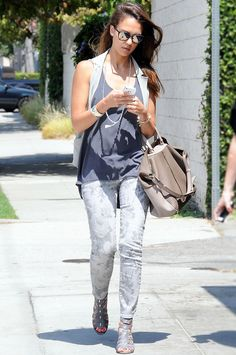 Jessica Alba en Current/Elliott