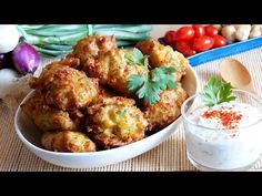 Beignets de courgettes - YouTube Mozzarella, Vegan Vegetarian, Entrees, Zucchini, Appetizers, Menu, Snacks, Make It Yourself, Vegetables