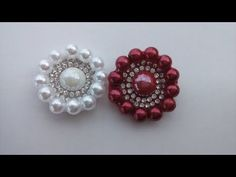 Chaton miolo para flores e laços - YouTube Beaded Earrings Patterns, Beaded Brooch, Jewelry Patterns, Beaded Jewelry, Handmade Jewelry, Baby Hair Bands, Crochet Lace Edging, Bead Embroidery Patterns, Decorated Shoes
