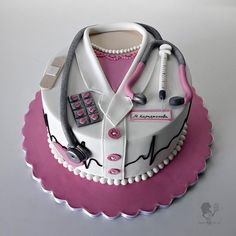 Is it the birthday of a doctor? Wish her happy birthday with this name cake. Write her name below and … Happy Birthday Cake Girl, Doctor Birthday Cake, Doctor Cake, Man Birthday, Birthday Msgs, Medical Cake, Cake Writing, Salty Cake, Girl Cakes