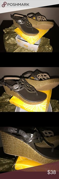 Yellow box jordi sandals Sz 10 Beautiful sparkly heels ! New in box Yellow Box Shoes Sandals