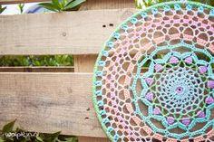 Mandala haken? Met dit leuke patroon van Saskia Laan haak je eenvoudig een leuke mandala. Kies je favoriete kleuren en ga aan de slag!