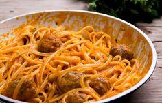 Linguine με Κεφτεδάκια και κόκκινη σάλτσα Linguine, Spaghetti, Pasta, Ethnic Recipes, Food, Meals, Noodles, Yemek, Noodle