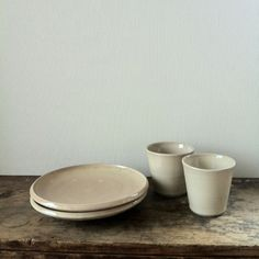 Cups and plates by Maeno Naofumi from Knulp A gallery.  前野直史さんのうつわです。