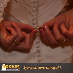 Sylwestrowy ślub i nowe złote Sylwestrowe obrączki.A na Nowy rok nowy mąż :)