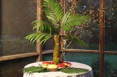A great tutorial for making a pineapple palm tree! This looks so easy and absolutely beautiful!