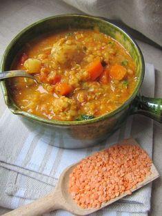 Une soupe consistante qui fait office de plat principal le soir avec un beau morceau de pain ou un cheese naan . Je dois dire que la plupar... Plus