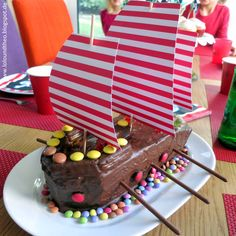 Dreimal Kölle ahoi - Piratengeburtstagsparty zu Karneval / pirates birthday party cake / Piratenkuchen / www.loloundtheo.blogspot.de