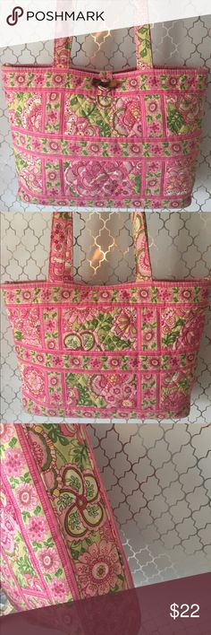 ⭐️VERA BRADLEY SHOULDER TOTE 💯AUTHENTIC VERA BRADLEY SHOULDER TOTE 100% AUTHENTIC. WHAT A PRETTY BAG. PERFECT FOR SPRING AND SUMMER! THIS GREAT BAG HAS A ROOMY MAIN COMPARTMENT WITH TWO LOVELY INTERIOR WALL POCKETS. IT MEASURES 13 INCHES WIDE BY 9 INCHES TALL. THE SHOULDER STRAP DROP IS 10 INCHES Vera Bradley Bags Totes