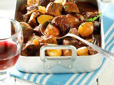 Stifado (Rindfleischtopf mit Zucchini) Rezept Stifado, Pretzel Bites, Pot Roast, Pork, Beef, Cooking, Ethnic Recipes, Passion, Ideas