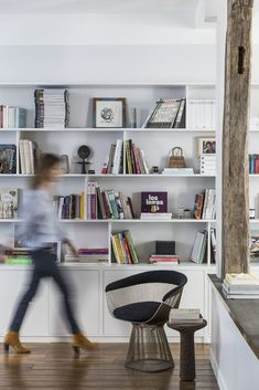 Un appartement terriblement parisien home sweet home дом Home Living Room, Living Spaces, Library Bookshelves, Bookcases, Elderly Home, Parisian Apartment, Design Your Life, Home Office, Ikea
