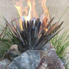 Yep butter knives repurposed to create a fire flow Welding Art, Welding Projects, Garden Projects, Recycled Metal Art, Scrap Metal Art, Glass Fire Pit, Outdoor Fireplace Designs, Fire Flower, Covered Garden