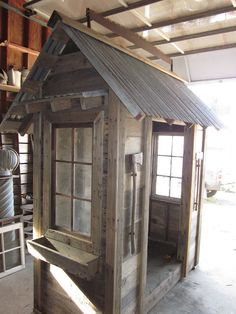 Bob Bowling Rustics from the state of Washington---tool sheds, chicken coops, tiny sheds with windows and recyled material, whimsical touches, etc. (like the saw on top) Garden Tool Organization, Garden Tool Storage, Shed Storage, Pallet Storage, Storage Ideas, Organisation Ideas, Carport Storage, Garden Tools List, Garden Tool Shed