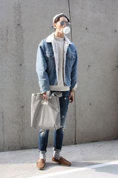 Double Denim Bubble Popping at Seoul Fashion Week, photography by Daisy Yun Korean Fashion Men, Korean Street Fashion, Trendy Fashion, Fashion Ideas, Classy Fashion, Style Fashion, Mens Fashion Week, Fashion Guide, Street Fashion Boys