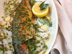 Kräuter-Forelle aus dem Ofen ist ein Rezept mit frischen Zutaten aus der Kategorie Kräuter. Probieren Sie dieses und weitere Rezepte von EAT SMARTER!