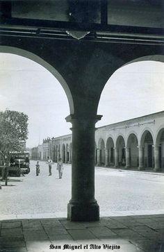 Calle y parian a un costado de plaza en San Miguel el Alto Jalisco Mex.