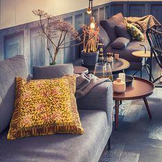 Me encanta estar rodeada de mesas auxiliares. Para flores, para velas, para un café, para el vino. #decoracion #deco #mesaauxiliar #cafe #flores #mobiliario #mesita  http://elmercadodemaria.com/comprar-mesas-auxiliares/