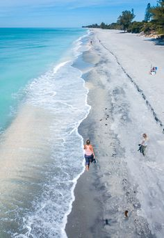 16 reasons to consider Manasota Key for your next Florida vacation spot. Think laid-back, pristine, magic sunsets, and cool bars and restaurants. See this Florida beaches destination on the blog. #Florida #beaches #familytravel #ManasotaKey #vacations