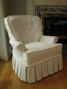 I love this upholstery project - Everyday Artist: Tufted Slipcovers Reupholster Furniture, Furniture Slipcovers, Slipcovers For Chairs, Upholstered Furniture, Upholster Chair, Couch Slipcover, Custom Slipcovers, Furniture Makeover, Diy Furniture