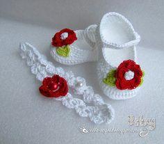 Best 12 Ella's Place: Pantofiori Croşetaţi şi bentiţă asortat Crochet Baby Boots, Crochet Baby Sandals, Booties Crochet, Crochet Baby Clothes, Crochet Slippers, Baby Booties, Baby Knitting Patterns, Crochet Patterns, Häkelanleitung Baby