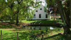 Hellum, de Beukenhoeve, Hoofdweg 27, boerderij van het Oldambstertype uit de 18e eeuw. Rijksmonument