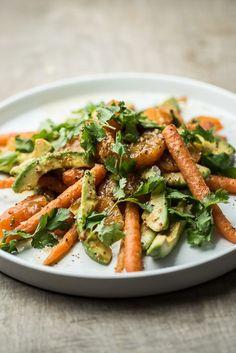 Salat med avocado, appelsin og gulerødder