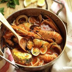 Zarzuela de pescado y marisco - Murky Tutorial and Ideas Tilapia Recipes, Seafood Recipes, Fish Dishes, Seafood Dishes, Portuguese Recipes, Italian Recipes, Breakfast Crockpot Recipes, Food Porn, Good Food