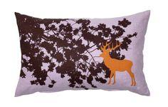 Oranje hert - Net als alle andere ontwerpen van de Deense textielontwerpen is ook dit kussen een explosie van kleur in combinatie met flora en fauna.