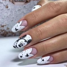 disney nail designs These nails nod to vintage Disney animation with their black-and-white, sketched look. Disney Acrylic Nails, Best Acrylic Nails, Summer Acrylic Nails, Acrylic Nail Designs, Nail Art Designs, Disney Nails Art, Disney Princess Nails, Latest Nail Designs, Ongles Mickey Mouse