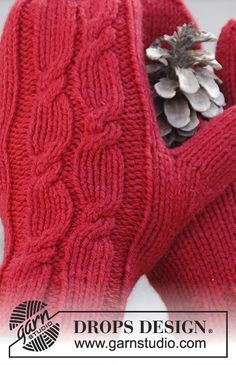Holiday Touch / DROPS Extra – Free knitting patterns by DROPS Design – armstulpen stricken Knitted Mittens Pattern, Knit Mittens, Knitted Blankets, Mitten Gloves, Knitted Hats, Free Knitting Patterns For Women, Cable Knitting Patterns, Knitting Stitches, Crochet Patterns