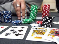 Ob das beliebte Kartenspiel Poker unter Vergnügen fällt hängt nach einer aktuellen Gerichtsentscheidung in Tirol von der Eintrittskarte ab. Die Stadt Innsbruck hatte eine Betreiberin eines Pokersalons aufgefordert pro Jahr 736.000 Euro in Form von der Vergnügungssteuer an die Stadt zu zahlen.  Poker: Steuer über 736.000 Euro gekippt