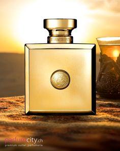 Verführerische Zutaten mit einem Hauch des Orients Versace Pour Femme Oud Oriental Cosmetic Packaging, Bottle Art, Body Spray, Logo Ideas, Nice Body, Elie Saab, Fragrances, Sweet Tooth, Love