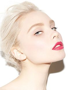 The Cool Girl's Guide to Party Makeup: Etoile