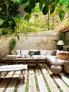 deko terrasse mit hangenden pflanzen
