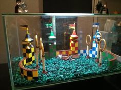Quidditch Aquarium Decoration Build - Would love to have this in my fish tank. Harry Potter Magie, Objet Harry Potter, Deco Harry Potter, Harry Potter Classroom, Harry Potter Bedroom, Harry Potter Navidad, Harry Potter Weihnachten, Harry Potter Christmas, Diy Aquarium
