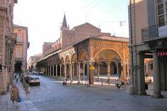 Bologna: quadriportico rinascimentale in Strada Maggiore.