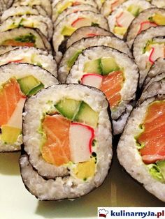 Sushi z łososiem, avocado, paluszkami krabowymi Appetizer Dips, Appetizer Recipes, Sushi Bistro, Sashimi, Food Preparation, Japanese Food, Finger Foods, Avocado, Favorite Recipes
