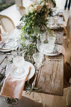You must see this amazingly gorgeous, rustic french wedding inspiration shoot from the top wedding vendors in Southern California. It's to die for. Beautiful Table Settings, Wedding Table Settings, Rustic Table, Rustic Decor, Barn Table, Rustic Backdrop, Rustic Chair, Rustic Colors, Rustic Curtains