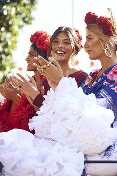 Feria de Abril: las lecciones de estilo que aprendimos en la gran fiesta de Sevilla - Foto 8 Lana Del Rey Outfits, Spanish Style, Gypsy, Fashion Dresses, Classy, Wardrobe Ideas, My Style, Womens Fashion, Modeling