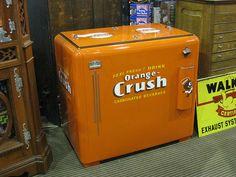 Orange Crush Orange Things q orange vending machine Retro Advertising, Vintage Advertisements, Soda Machines, Vending Machines, Coke Machine, Orange Crush, Orange Orange, Pepsi Cola, Crushed Glass