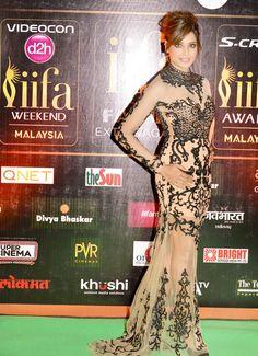 Bipasha Basu on the #IIFARocks 2015 green carpet. #Bollywood #Fashion #Style #Beauty #Sexy #Hot