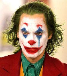 Joaquin Phoenix, Nicki Ledermann, and Todd Phillips in Joker Joker Make-up, Joker Et Harley, Joker Film, Joker Heath, Cosplay Del Joker, Joker Costume, Gotham City, Maquillage Halloween, Halloween Makeup
