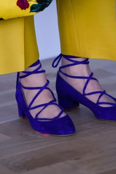 Here are the best shoes to walk the runway at New York Fashion Week during the Fall 2016 shows, from velvet booties to glitter flatforms. Fashion 2017, New York Fashion, Fashion Shoes, Fashion Trends, Only Shoes, Types Of Shoes, Instagram Fashion, Lace Up, Fall 2016