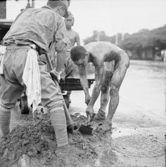 The British Reoccupation Of Singapore. Japanese prisoners of war at work cleaning street drainage in Singapore. Malayan Emergency, Singapore Island, Tuskegee Airmen, East Indies, Prisoners Of War, Military History, World War Two, Old Photos, Wwii
