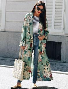 Summer Outfit Formula Kimono Over Anything // street style chic spring Look Kimono, Style Kimono, Kimono Jacket, Long Kimono Outfit, Kimono And Jeans, Kimono Duster, Denim Jeans, Floral Kimono Outfit, Long Floral Kimono