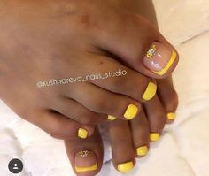 Installation of acrylic or gel nails - My Nails Yellow Toe Nails, Toe Nail Color, Toe Nail Art, Easy Nail Art, Acrylic Nails, Tor Nail Designs, Toe Designs, Cute Nail Designs, Pretty Pedicures