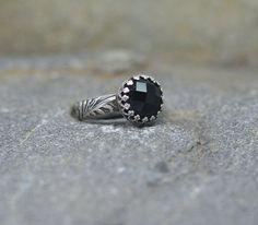 Elegant Checker Cut Black Onyx Ring Size 7 por PureDichotomy, $85.00