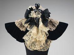 Capelet Date: 1895–99 Culture: American Medium: fur, silk Accession Number: 2009.300.3769